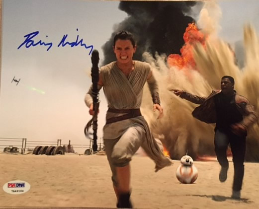 DAISY RIDLEY SIGNED REY RUNNING WITH FINN 8X10 PHOTO